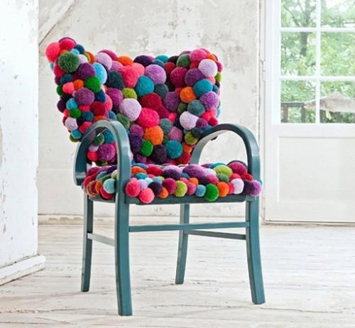 cadeira de pompons